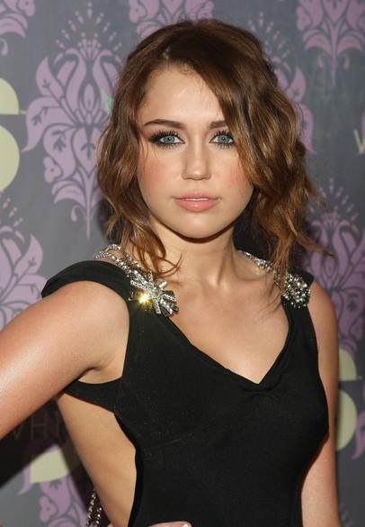Miley Cyrus haircut: messy updo