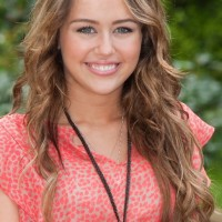Miley-Cyrus-long-hairstyle