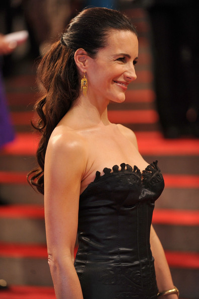 Kristin Davis long curly hairstyle for wedding