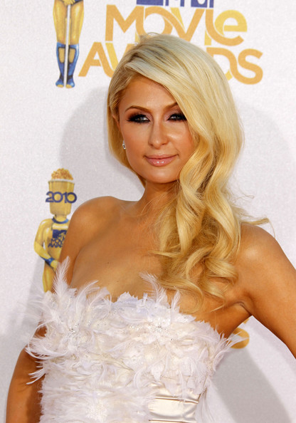 Wavy Haircut with Gold Slightly from Paris Hilton in MTV