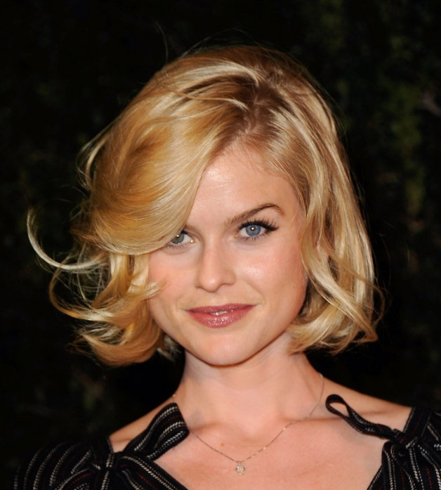 Pleasing 20 Curly Wavy Bob Hairstyles For Women Hairstyles Weekly Hairstyles For Women Draintrainus