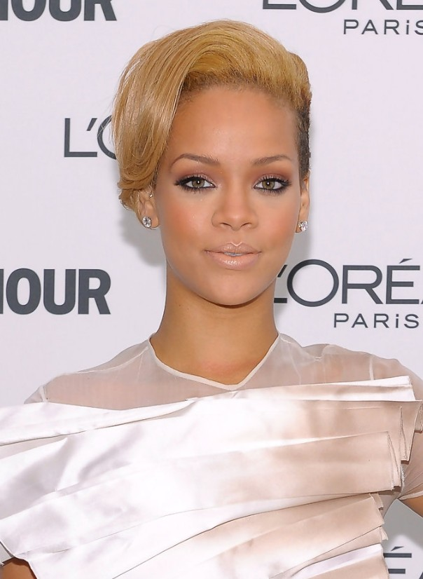 Rihanna Short Straight Hairstyle 2013