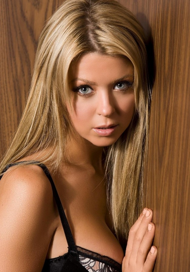 Tara Reid Sexy Long Hairstyle