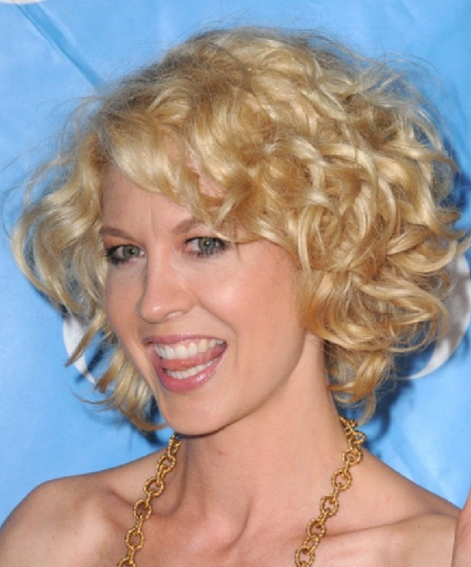 Short Blonde Curly Hairstyles For Women Hairstyles Weekly