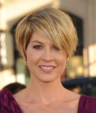 Short Haircut  on Latest Celebrity Short Hairstyles  Jenna Elfman Messy Haircut