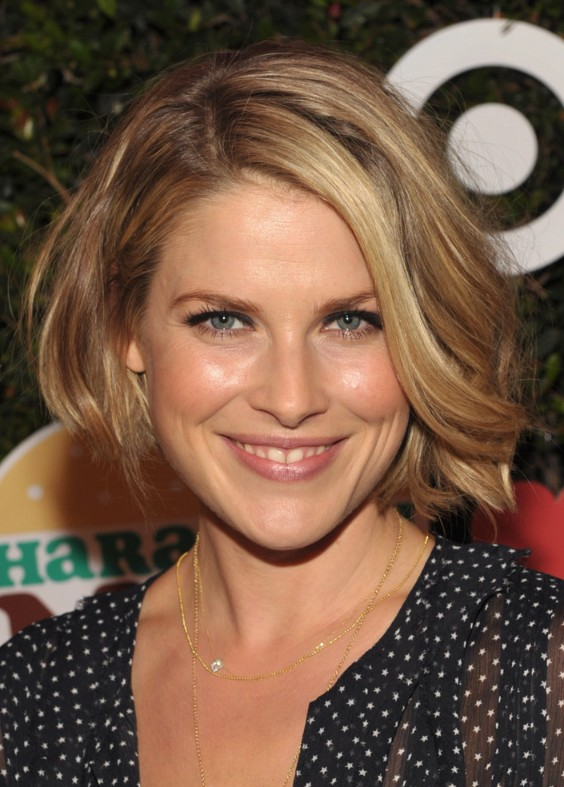 layered curly bob hairstyle hairstyles weekly layered wavy haircuts ali larter hair popular 588
