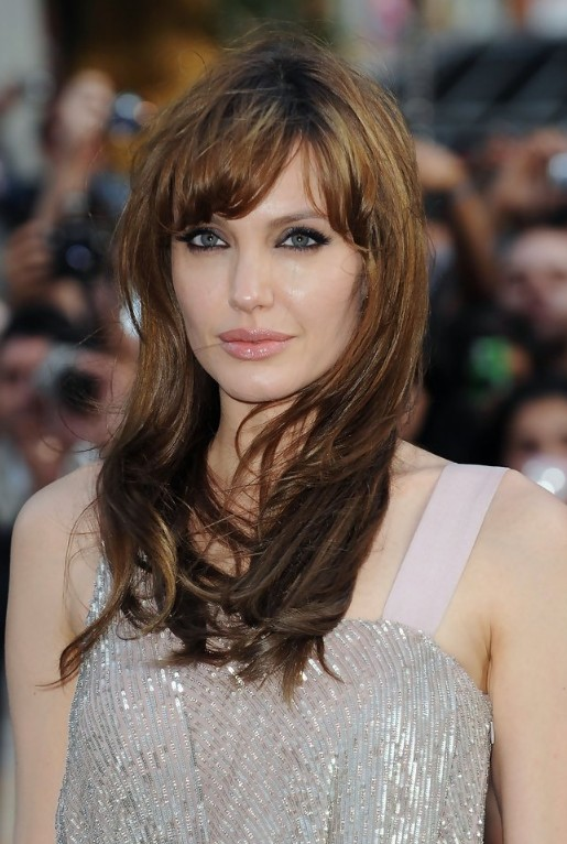 long beach wavy hairstyle from Angelina Jolie, she showed off her long