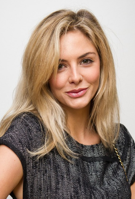 Daily Hairstyles: Beautiful Long Blonde Hairstyle With Bangs