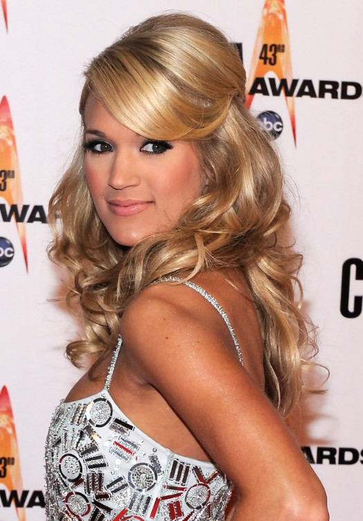 Fantastic Carrie Underwood Long Wavy Curly Hairstyle With Side Swept Bangs Hairstyles For Women Draintrainus