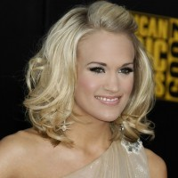 Carrie Underwood Stylish Wavy Hairstyle for Medium Hair