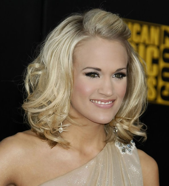 Fabulous Carrie Underwood Stylish Wavy Hairstyle For Medium Hair Short Hairstyles For Black Women Fulllsitofus