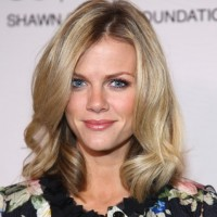 Celebrity Brooklyn Decker Medium Hairstyle