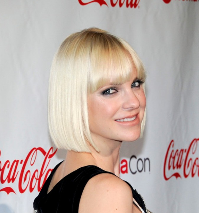 Celebrity pageboy hairstyle with blunt bangs