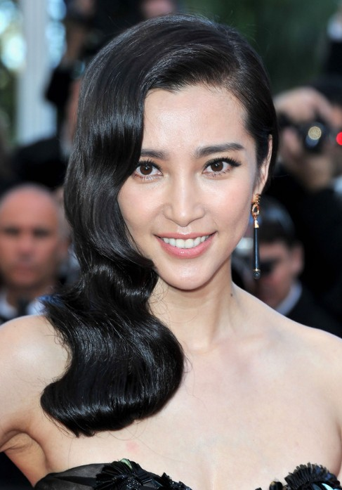 Chinese Long Wavy Black Hairstyle from Li Bingbing