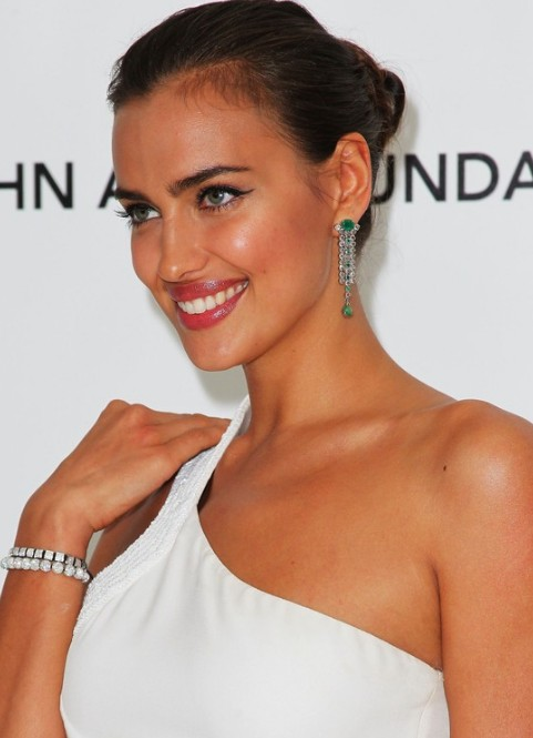 Irina Shayk Tightly Twisted Knot Updo Hairstyle Hairstyles Weekly
