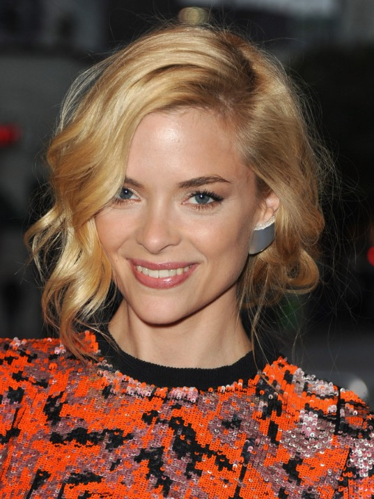 Excellent Jaime King Wavy Bob Hairstyle With Curls Hairstyles Weekly Hairstyles For Women Draintrainus