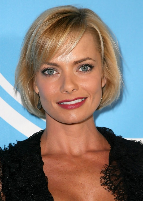 Jaime Pressly short blonde bob hairstyle