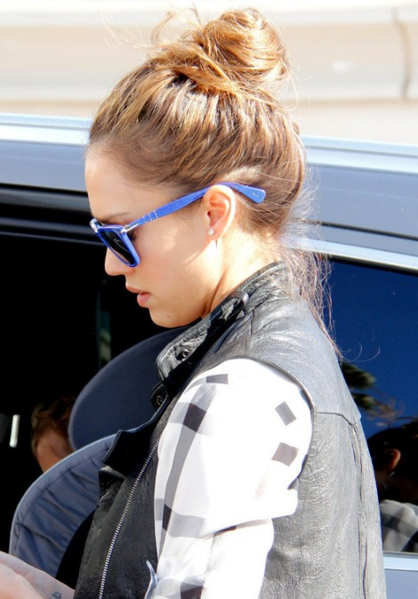 Jessica Alba Daily Casaul Loose High Bun Updo for Summer