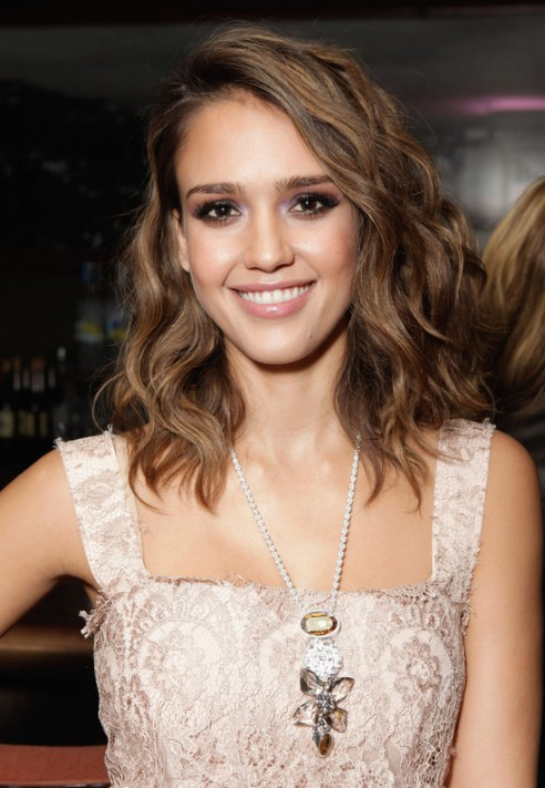 Jessica Alba Wavy Hairstyle - Most Beautiful Wavy Haircut