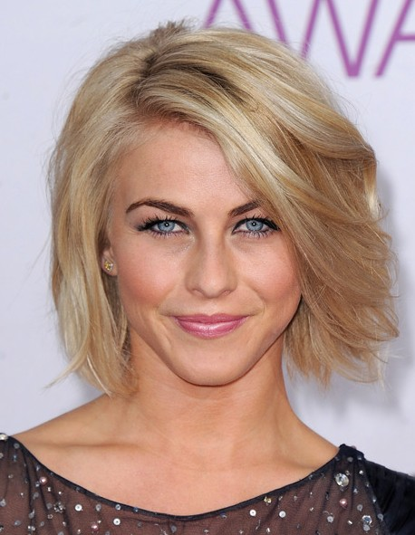 Julianne Hough in a Short Bob Hairstyles with Choppy Layers