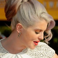 Kelly Osbourne Loose Ponytail Updos