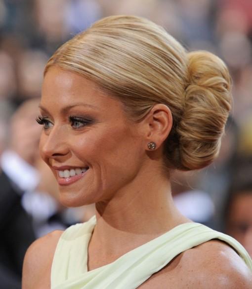 Pleasant Kelly Ripa Voluminous Bun Hairstyle For Women Over 40 Hairstyles Short Hairstyles Gunalazisus