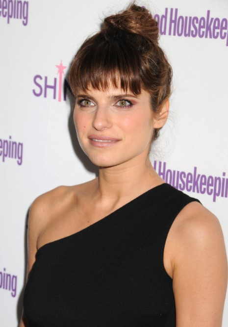 Lake Bell Messy Bun Updo Hairstyle With Wispy Bangs Hairstyles Weekly