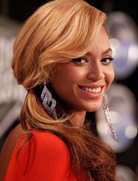 Beyonce Knowles Loose Side Ponytail Hairstyle