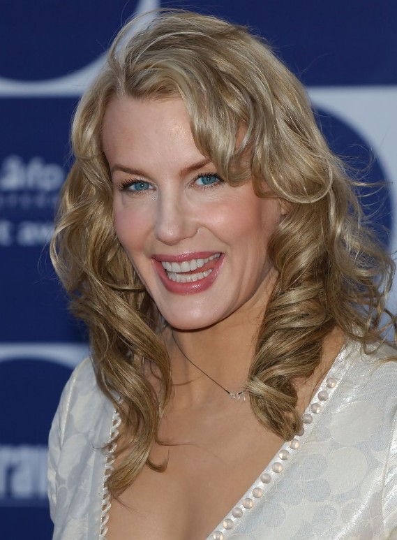 Medium Wavy Hairstyles For Women Over Age 50 Hairstyles
