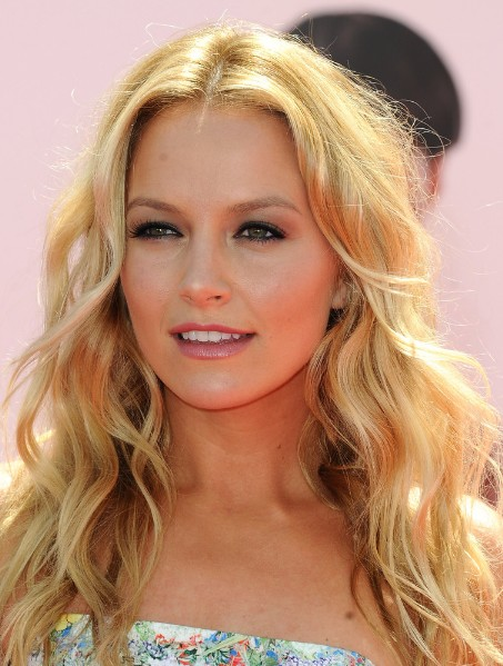 Astonishing Casual Middle Parted Long Blonde Hairstyle With Loose Waves Natural Hairstyles Runnerswayorg