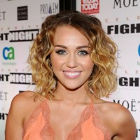 Miley Cyrus Casual Beachy Wavy Hairstyle