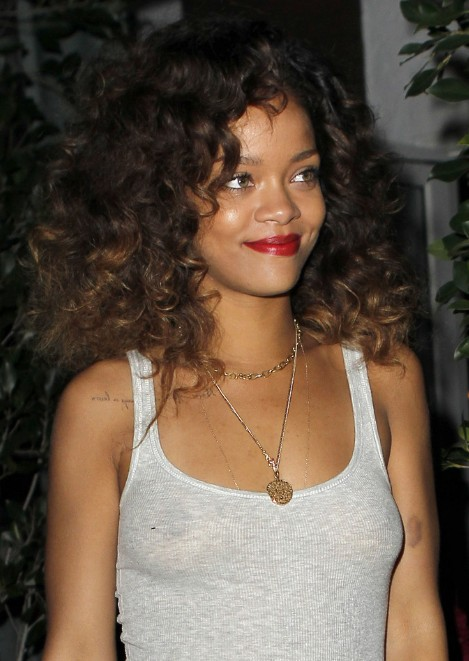 Rihanna Casual Curly Hairstyles