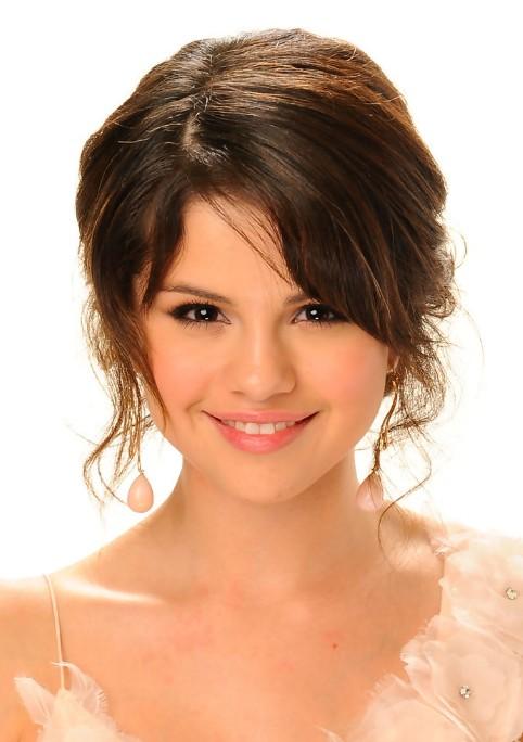 Sensational Selena Gomez Cute Hairstyle With Side Bangs For Girls Best Short Hairstyles For Black Women Fulllsitofus