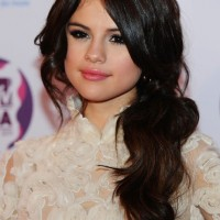 Selena Gomez Long Black Loose Ponytail Hairstyle
