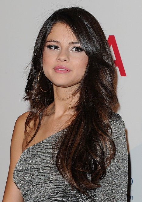 Selena Gomez Long Wavy Hairstyle Hairstyles Weekly