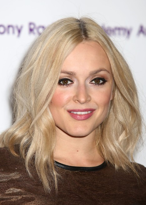 Fearne Cotton Y Medium Wavy Hairstyle