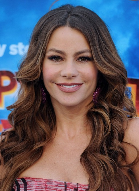 Sofia Vergara Hairstyles - Latest Sexy Long Wavy Hair Style
