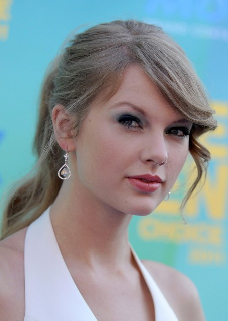Taylor Swift Hairstyle with Bangs