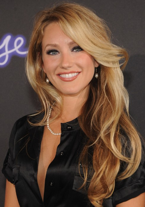 Whitney Duncan Sexy Long Wavy Hairstyle With Bangs Hairstyles Weekly