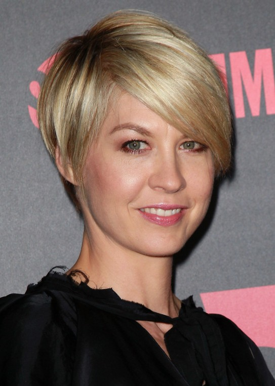Short Hairstyle for 2014 – Sexy Short Haircut with Side Swept Bangs