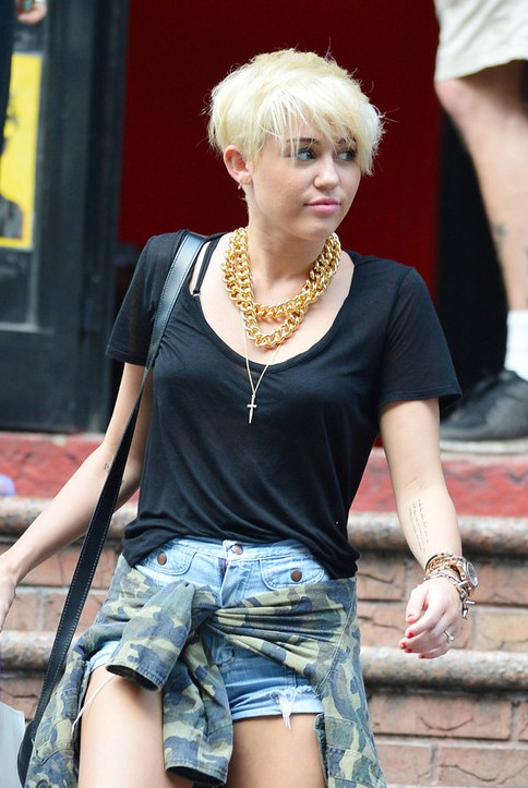 Wondrous Miley Cyrus New Short Hair Styles For Young Ladies Hairstyles Weekly Short Hairstyles Gunalazisus