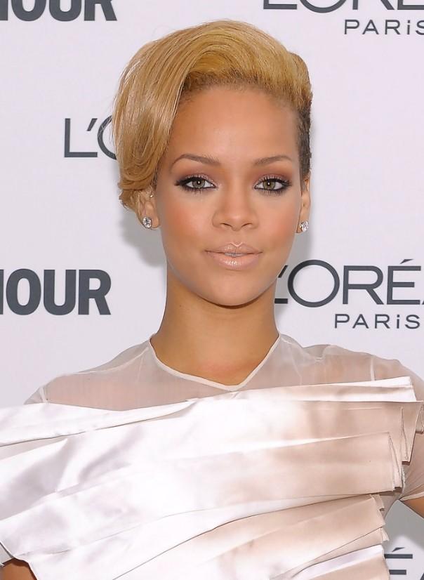 Rihanna-Short-Straight-Hairstyle