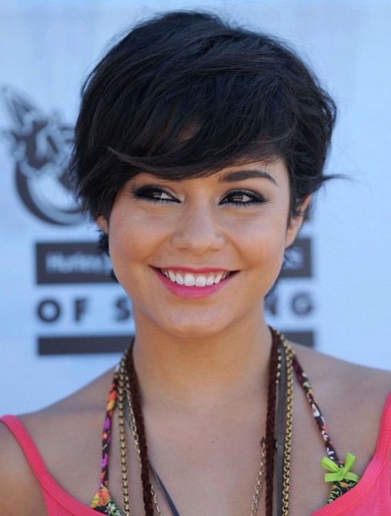 http://hairstylesweekly.com Short-Side-Parted-Straight-Hairstyle 2013