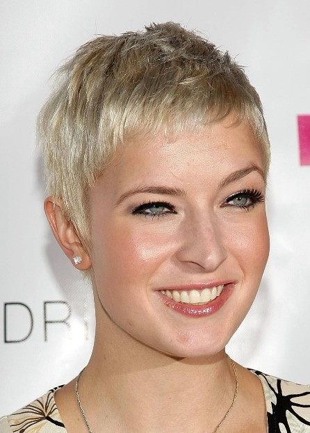 Easy simple short haircut the pixie haircut