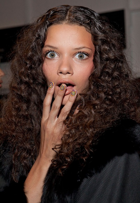 Daily Hairstyles: Gorgeous Long Curly Hairstyle from Marina Nery