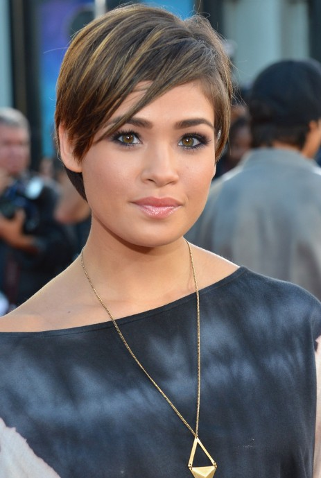 Nicole Anderson Short Straight Hairstyle with Layers