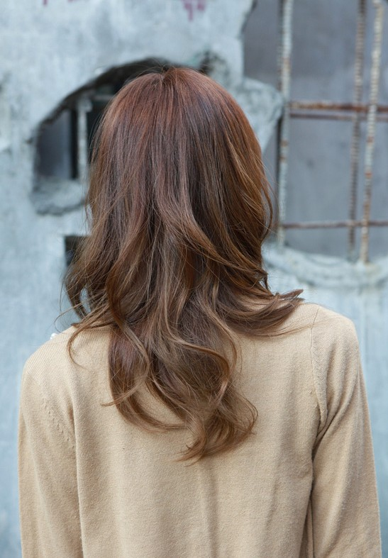 Back view of Asian medium length wavy hairstyle
