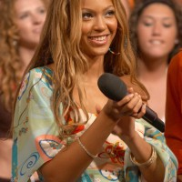 Beyonce Knowles Chic Long Blonde Hairstyles