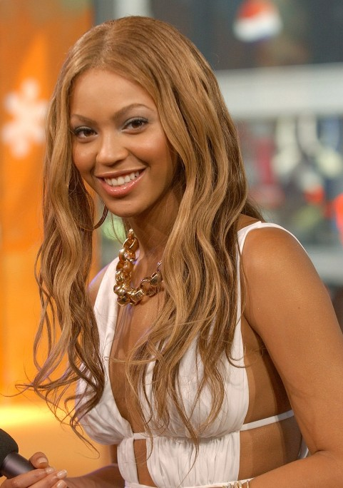 Tousled Curly Hairstyle from Beyonce Knowles - Hairstyles Weekly