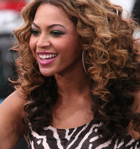 beyonce knowles curly ombre hairstyle - hairstyles weekly
